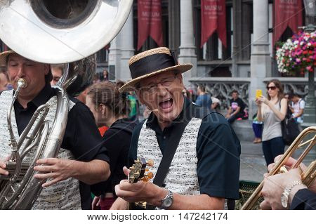 BELGIUM, BRUSSELS - SEPTEMBER 07, 2014: Belgian Beer Weekend 2014. The most famous beer festival in Belgium. Musicians play on Grand Place.
