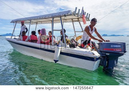Semporna,Sabah-Sept 10,2016:Speedboat with tourists at Semporna,Sabah on 10th Sept 2016.Semporna town is a gateway for diving & snorkeling trips to the islands of Sipadan,Mabul,Mataking,Maiga & others