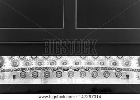 metal chain conveyors inside the machine system tool