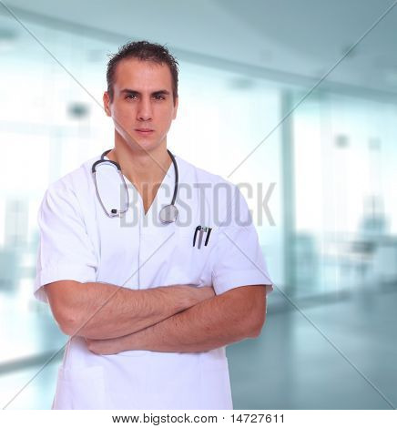 Sexy hermosa doctora aislado en blanco