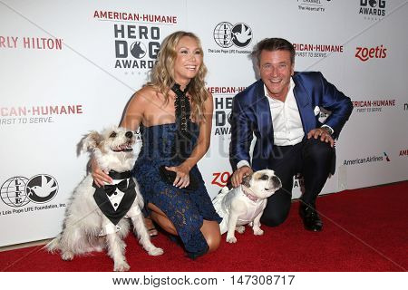LOS ANGELES - SEP 10:  Kym Johnson, Robert Herjavec at the 2016 American Humane Hero Dog Awards at the Beverly Hilton Hotel on September 10, 2016 in Beverly Hills, CA