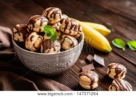 Round Sponge Biscuit Stuffed With Banana And Topped With Chocolate