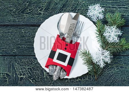 Creating a festive decoration for the table setting for Christmas in the shape of jacket Santa Claus. Step by step photo instructions. Step 6. Cutlery in a case in the shape of jacket Santa Claus