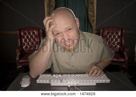 Besorgt Mann am Computer