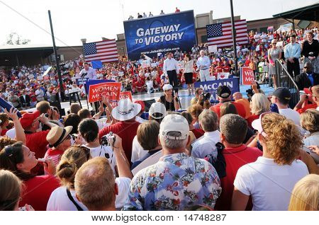 O'FALLON - AUGUST 31: Former Arkansas Governor Mike Huckabee (L) speaks at a McCain rally in O'Fallon near St. Louis, MO on August 31, 2008