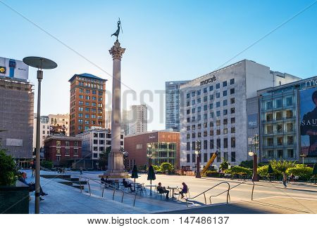 San Francisco USA - September 21 2015: People sitting between the architectures of Union Square with the column to the Admiral G. Dewey