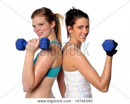 Zwei Frauen trainieren mit Hanteln isolated over white background