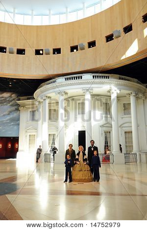 SPRINGFIELD - SEPTEMBER 06: Abraham Lincoln and family wax figures with replica of White House in background at the Abraham Lincoln Museum in Springfield, Illinois, on September 06, 2010