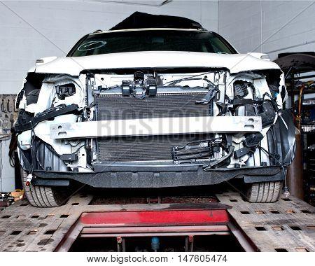 Car after accident on frame bench machine puller measuring system