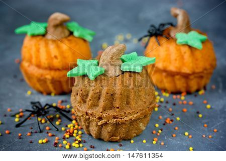 Halloween pumpkin cupcakes - funny and healthy sweet treats for kids