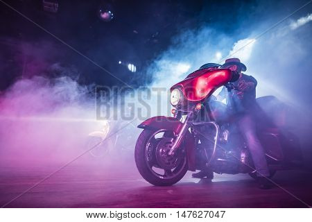 Motorists in the dark and in the smoke