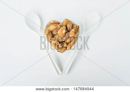 Beans almonds The delicious taste And maintain a healthy heart
