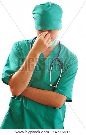 Unglücklich müde Arzt möglicherweise schlechte Nachrichten.
