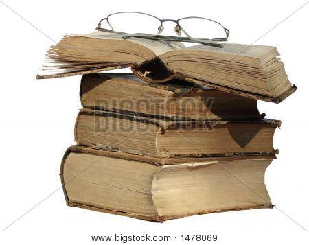 Gafas y libros antiguos