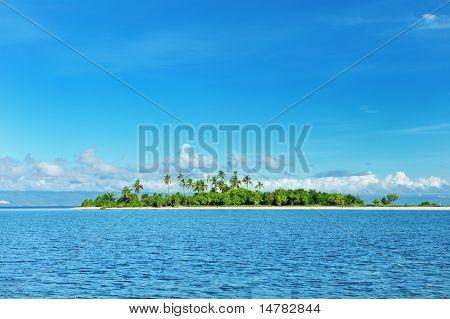Bela ilha desabitada em Filipinas