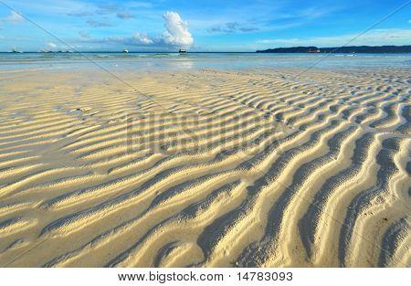 Marea baja en la playa de Boracay, Filipinas