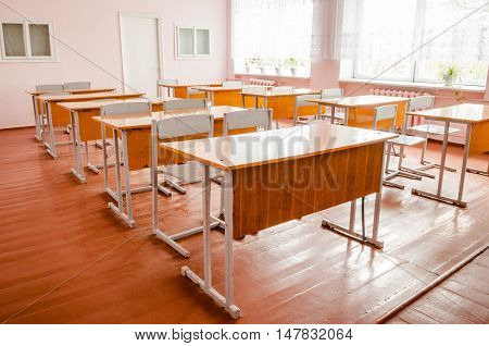 A classroom in the school with tables and chairs