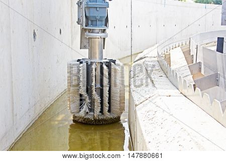 Cleaning construction pool for a sewage treatment detail