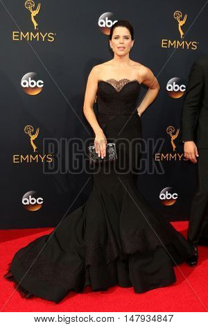 LOS ANGELES - SEP 18:  Neve Campbell at the 2016 Primetime Emmy Awards - Arrivals at the Microsoft Theater on September 18, 2016 in Los Angeles, CA