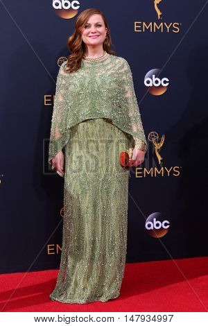 LOS ANGELES - SEP 18:  Amy Poehler at the 2016 Primetime Emmy Awards - Arrivals at the Microsoft Theater on September 18, 2016 in Los Angeles, CA