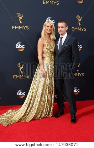 LOS ANGELES - SEP 18:  Claire Danes, Hugh Dancy at the 2016 Primetime Emmy Awards - Arrivals at the Microsoft Theater on September 18, 2016 in Los Angeles, CA