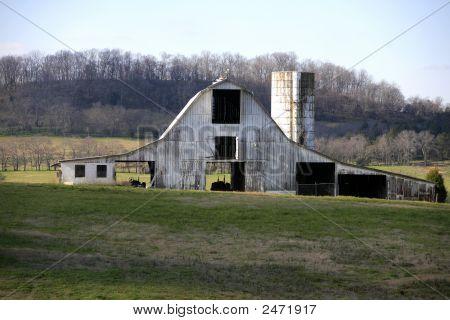 Tennessee Barn J8