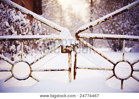 Closed frozen gate