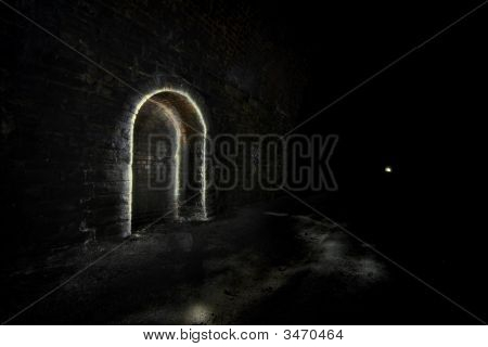Refugio del oscuro túnel subterráneo