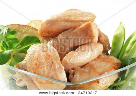 Cut roasted mouthfuls of skinless chicken breast with vegetables