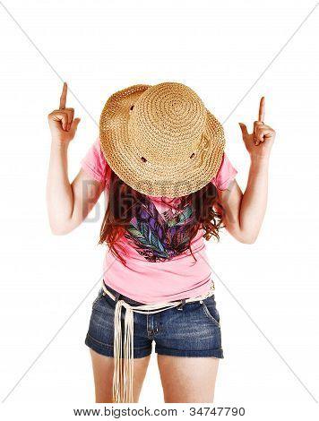 Menina apontando o dedo.
