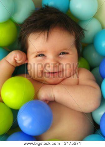 Bebê em bolas