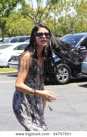 CALABASAS  - MAY 27: Selena Gomez seemed upset at the Commons shopping center shortly after Justin Bieber had a run in with a photographer on May 27, 2012 in Calabasas, California