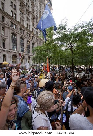 NEW YORK-JULY 11: Occupy Guitarmy protesters end their rally in Zuccotti Park by reciting their beliefs in unison during the #99MileMarch from Philly to NYC on July 11, 2012 in New York, NY.