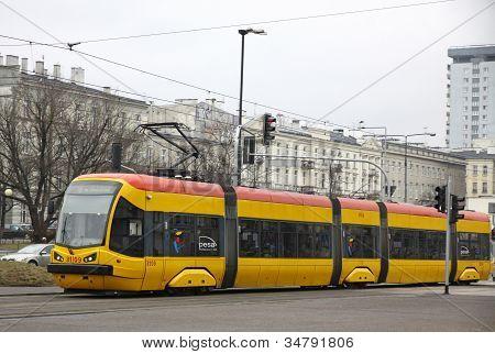 Tranvía en una calle de Varsovia