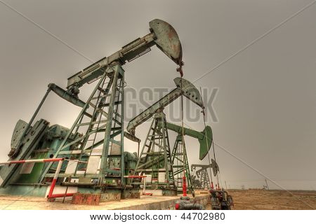 Giant steel oil pumps (HDR)