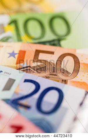 muchas diversas cuentas del euro. icono de la foto para la abundancia y las inversiones.