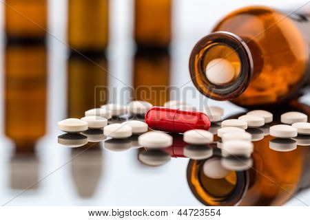 many tablets with a glasbegh���¤ter. symbolic photo for addiction and costs in medicine and medicines.