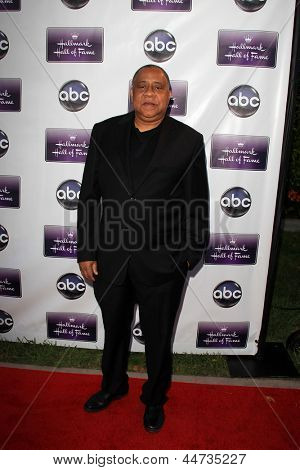 LOS ANGELES - APR 17:  Barry Shabaka Henley arrives at the