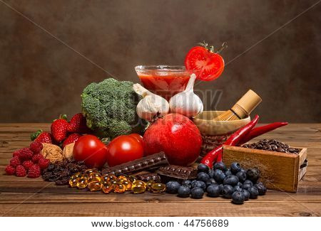 Colorful mixture of antioxidant containing fruits and vegetables