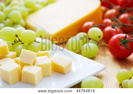 Gouda cheese snack with grapes and tomatoes