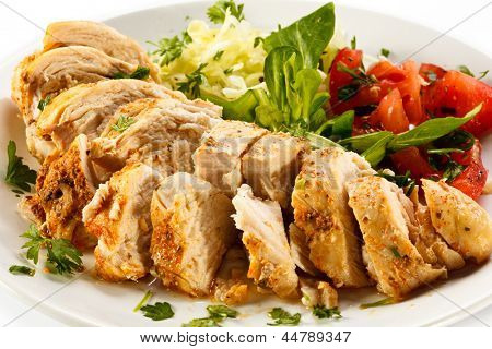 Vegetable salad with roasted chicken breast