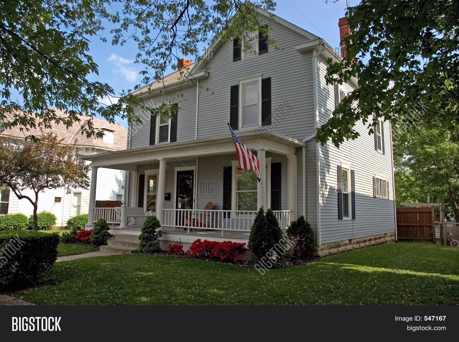 American colonial house stock photo stock images bigstock - Amerikanischer landhausstil ...