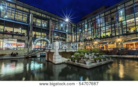 River Center Mall
