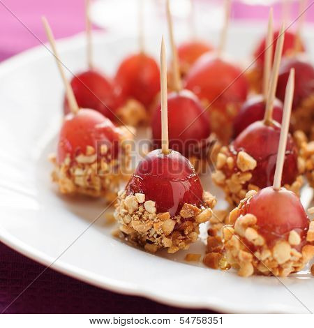 Caramel Coated Grapes With Peanuts