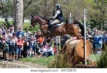 Cross country horse racing