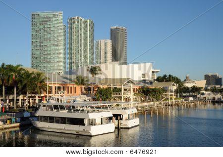 Marina Bayside em Downtown Miami