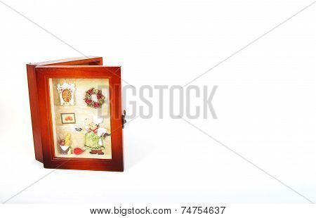half closed keyholder with frame