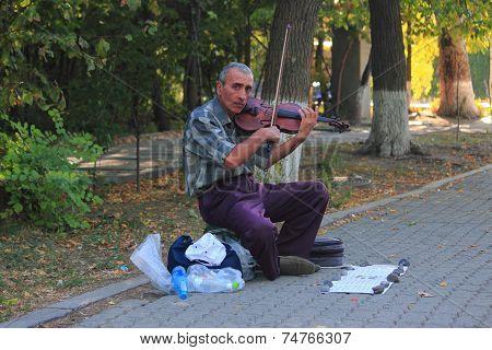 street violinist in Yerevan