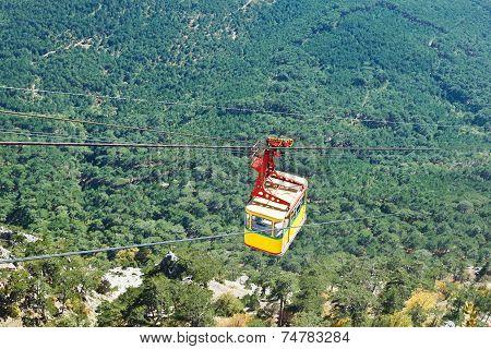 Cableway Miskhor - Ai-petri Over Crimean Mountains