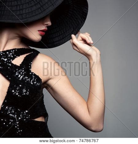 Beautiful woman in hat. Retro fashion.